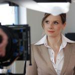 Hübsche Frau erwartet ein Geschenk von ihrem Mann, Imagefilm CargoLine, Making of, Hinter den Kulissen, Verwechslung